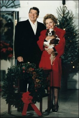 reagans_with_dog_during_christmas