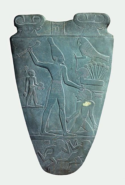 Narmer_Palette_smiting_side