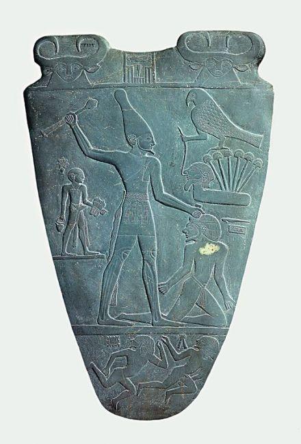 Narmer_Palette_smiting_side